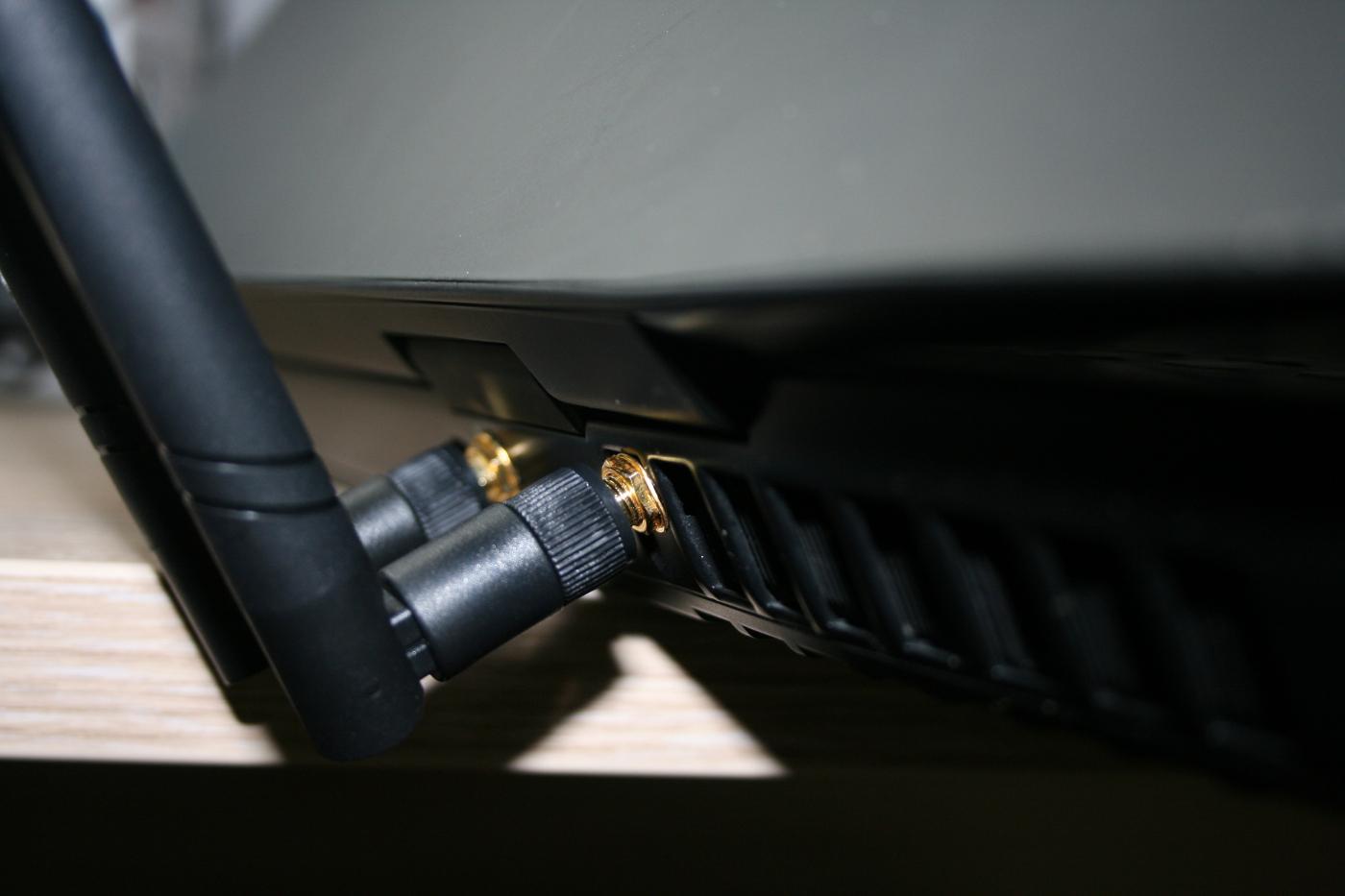 29-gros-plan-connecteurs-antennes